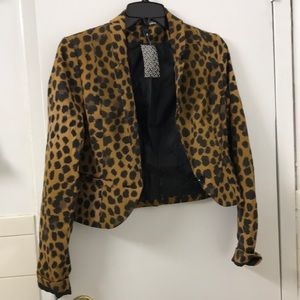 NWT H&M cropped leopard print blazer. Size 4